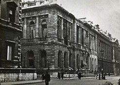 Photo:Carlton Club from Pall Mall, 15 October 1940