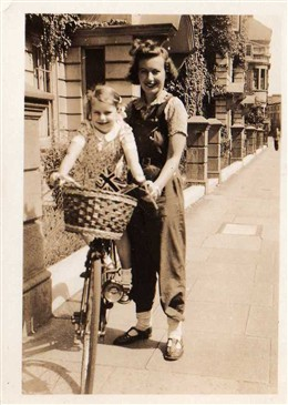 Photo:Patricia Richards with daughter Geraldine