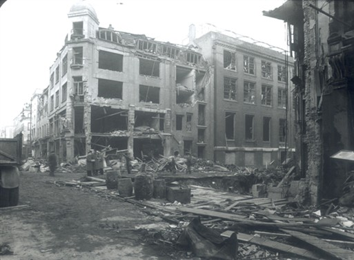 Photo:V2 strike opposite Selfridges, 1944 (Duke Street/Barrett Street).